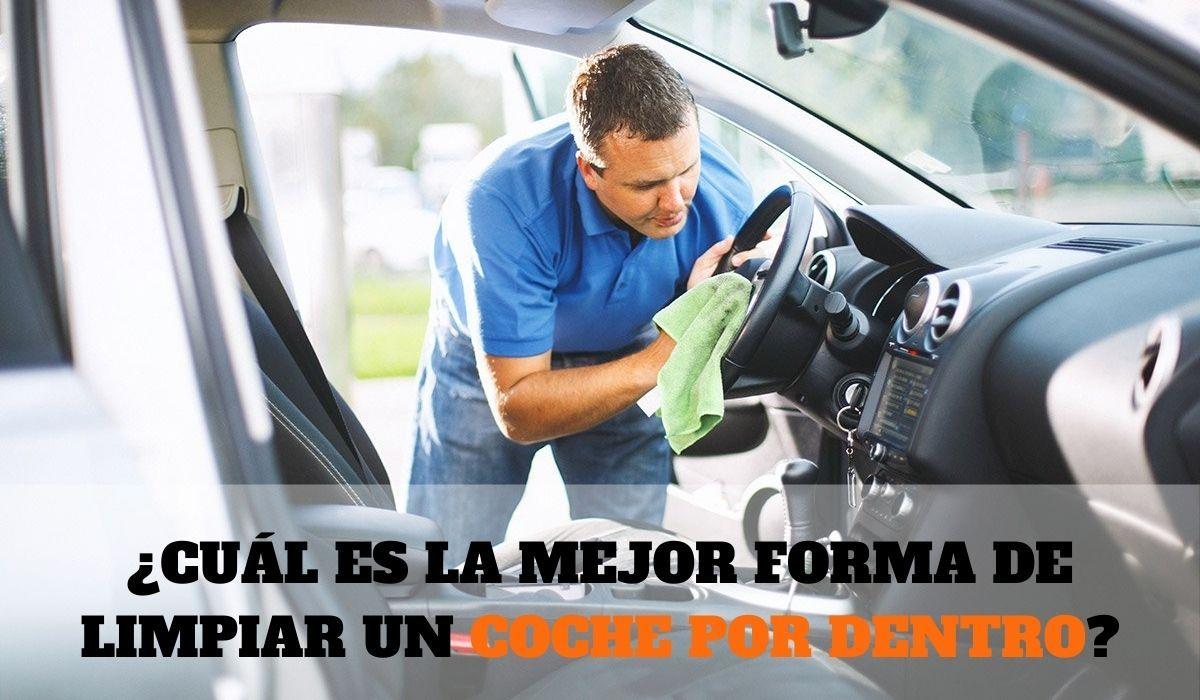 ¿Cuál es la mejor forma de limpiar un coche por dentro?